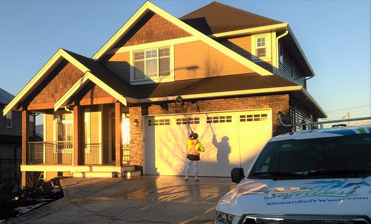 residential soft washing and pressure washing services in chilliwack bc